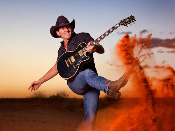LEE KERNAGHAN: BACKROAD NATION TOUR